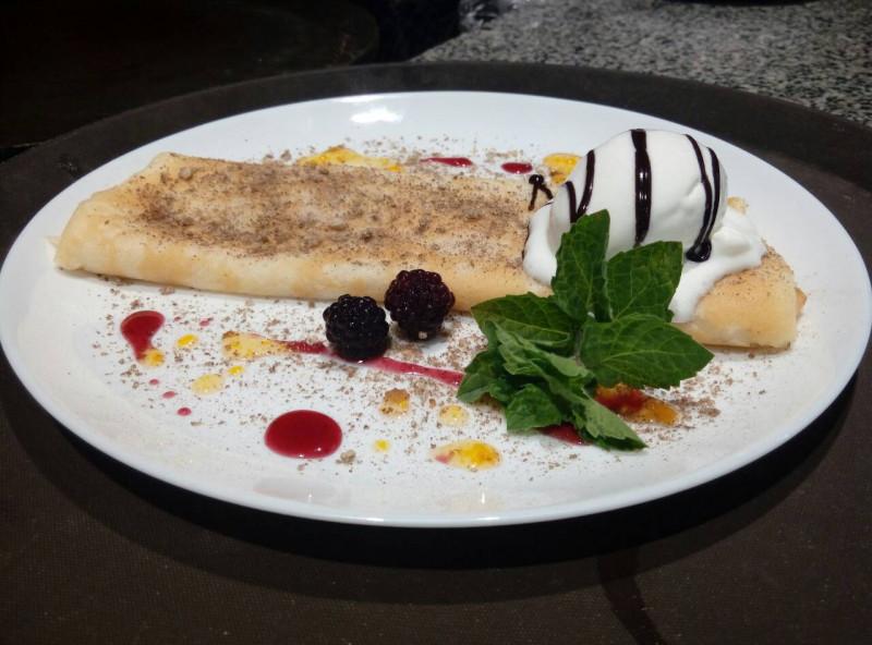 Креп з бананом, шоколадом та вершковим морозивом Челентано